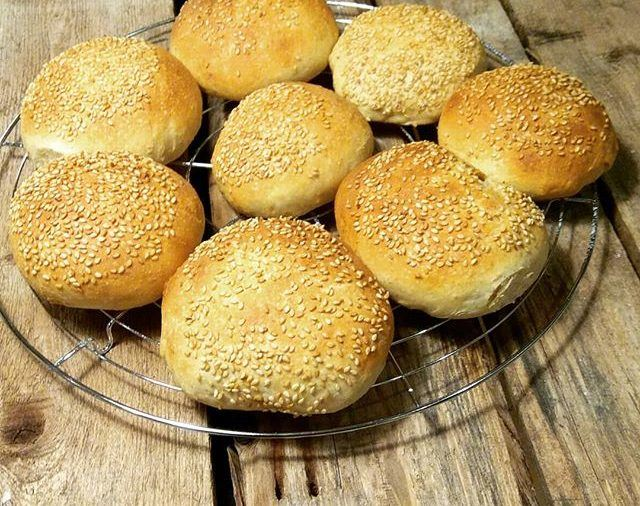 Recipe for burger rolls with sourdough