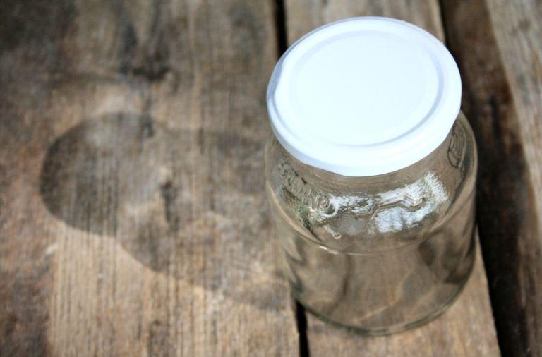 Weckgläser und verschraubbare Glasbehälter